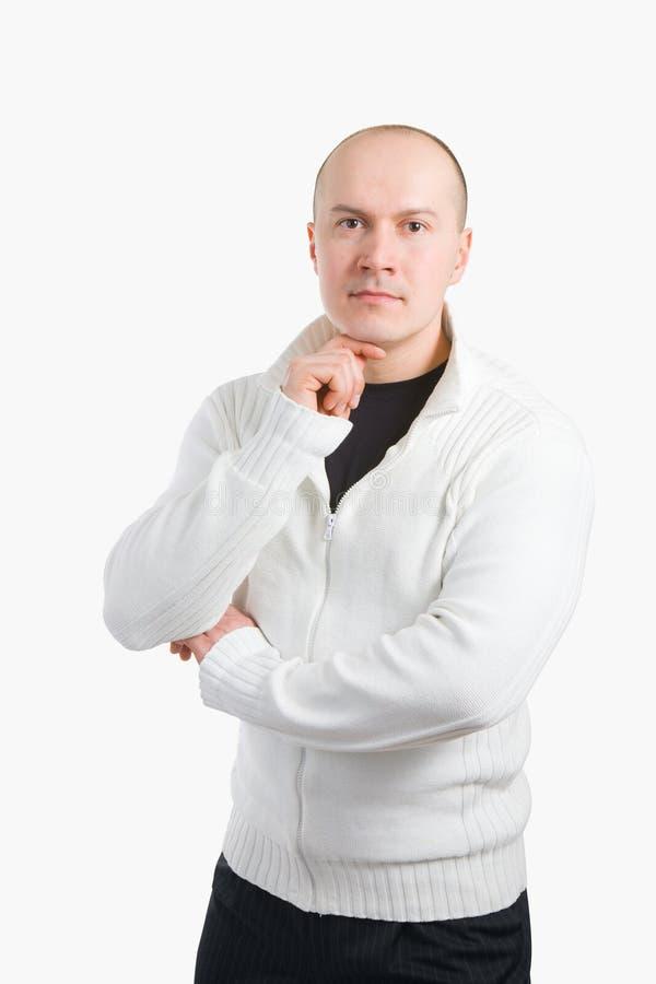 Foto eines Mannes in einer weißen Strickjacke lizenzfreie stockfotos
