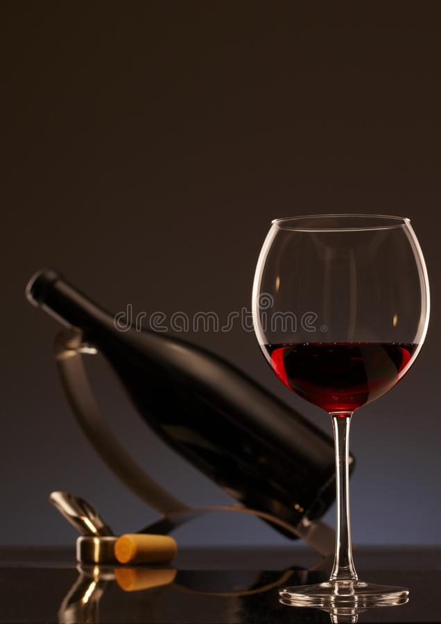 Foto elegante de un vidrio de vino rojo fotografía de archivo libre de regalías