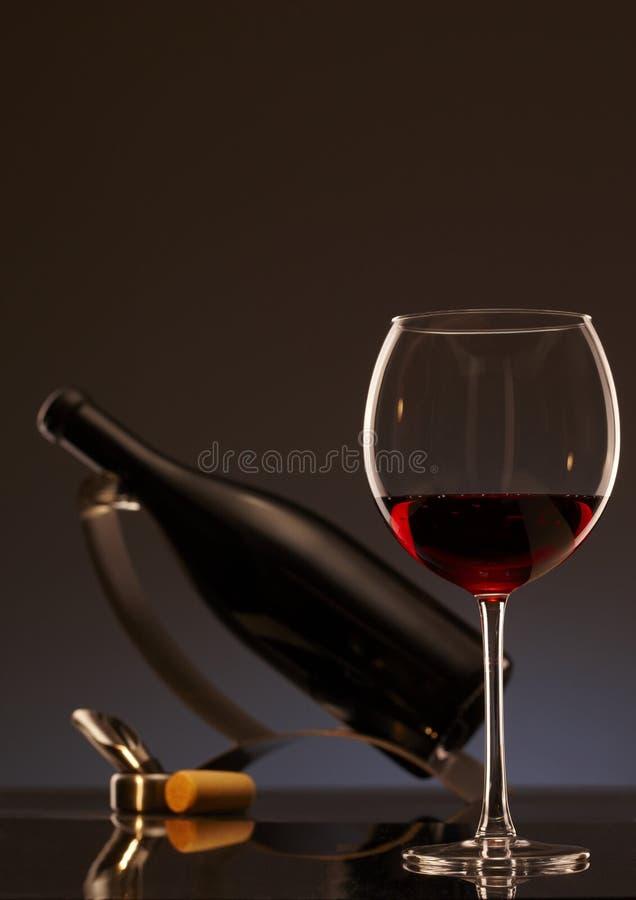 Foto elegante di un vetro di vino rosso fotografia stock libera da diritti