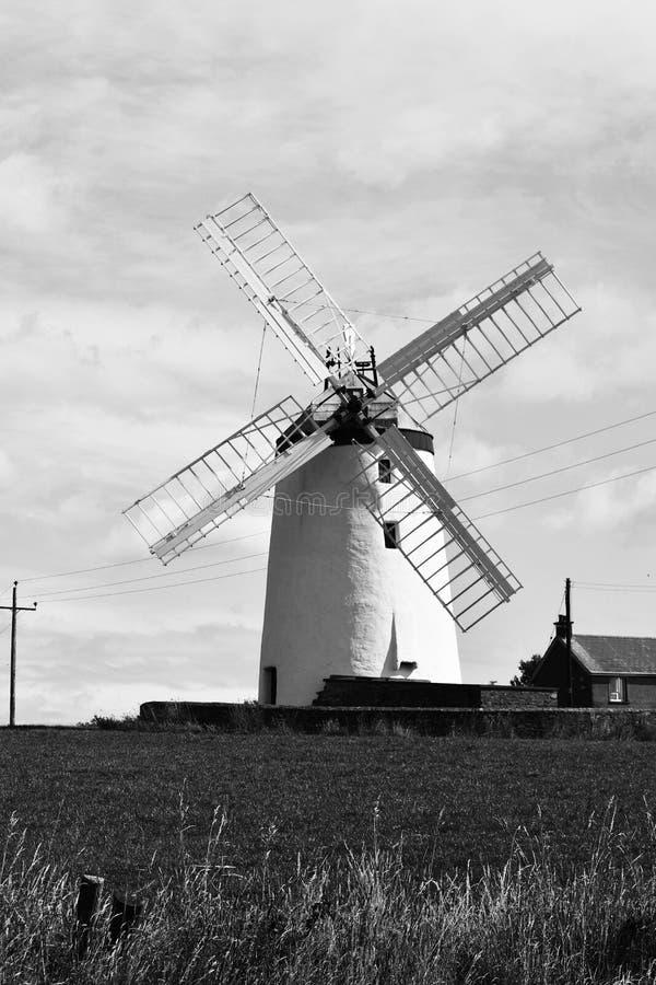 Foto en blanco y negro de Ballycopeland Windmill rural, County Down, Irlanda del Norte foto de archivo