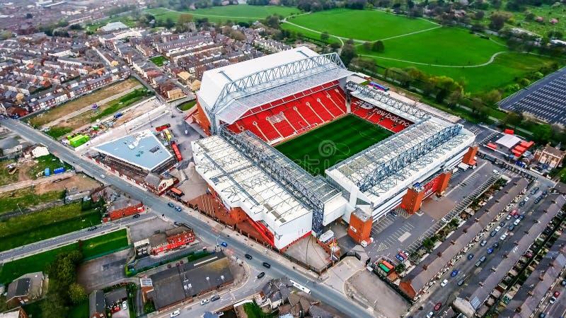 Foto för flyg- sikt av Anfield stadion i Liverpool Iconic fotbollsplan och hem av en av England ` s mest lyckade sidor, levande arkivfoto