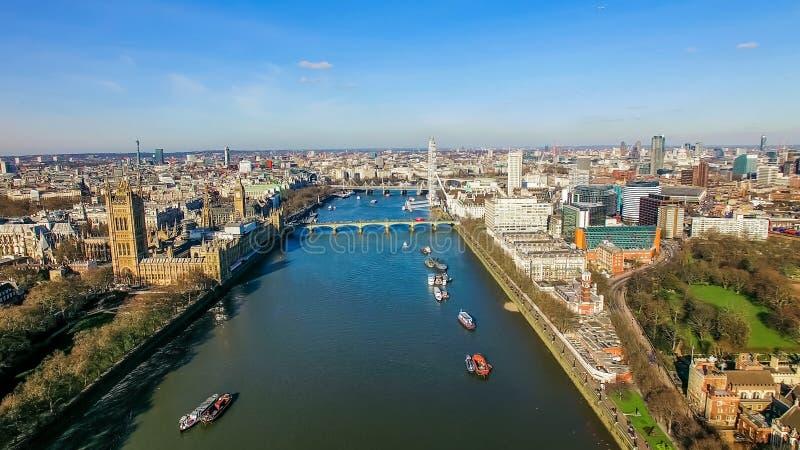 Foto för flyg- sikt av det stora Ben Parliament Famous Landmark och London ögat arkivbild