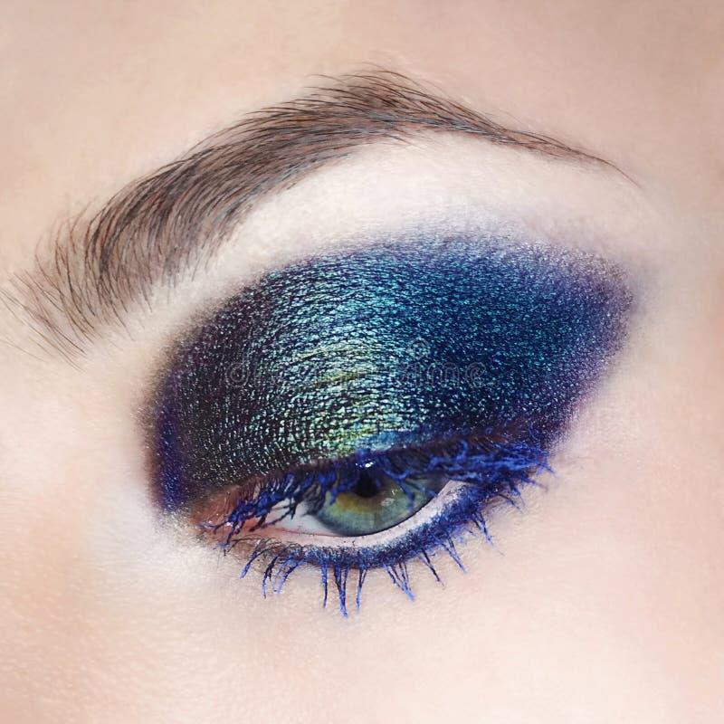 Foto för makro för mode för provkarta för snärt för ögonsminkögonbryn kosmetiskt royaltyfria bilder
