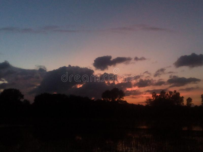 Foto för molnig himmel i Jhenaidah royaltyfri bild
