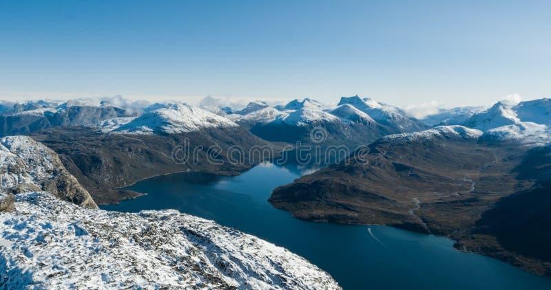 Foto för surr för landskap för Grönlandnaturberg flyg- nära Nuuk royaltyfria bilder