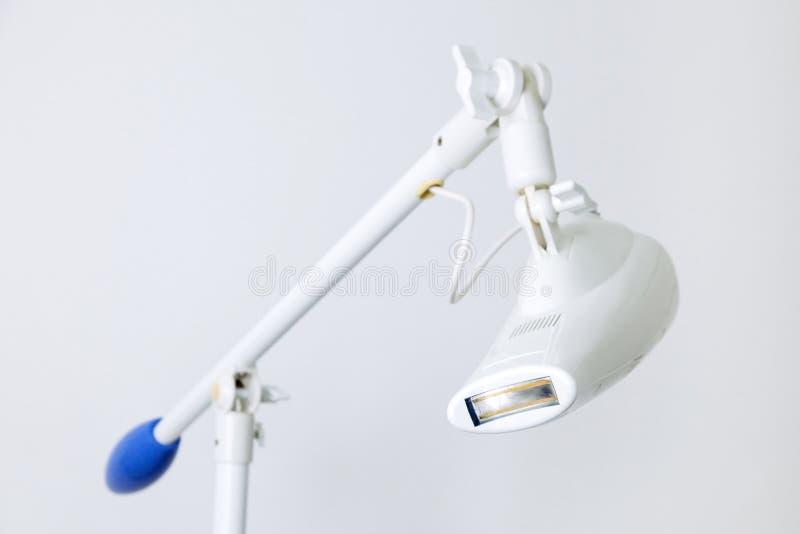 Foto f?r tand- f?r ambulans f?r r?ntgenstr?letandapparatur vitt f?r klinik hj?lpmedel f?r utrustning arkivbilder