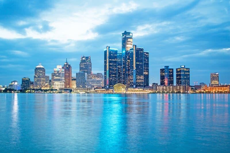 Foto för timme för Detroit Michigan i stadens centrum horisontblått från Windsor royaltyfri foto