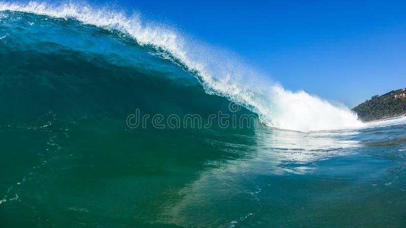 Foto för vatten för simning för havvåg royaltyfria foton