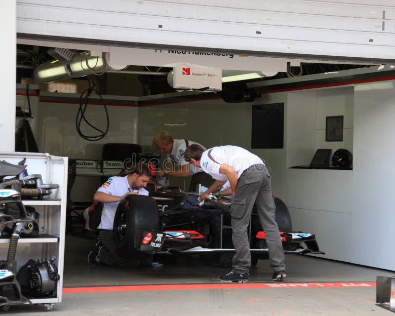 Foto F1: Carro de corridas de Sauber da fórmula 1 – foto conservada em estoque imagem de stock royalty free