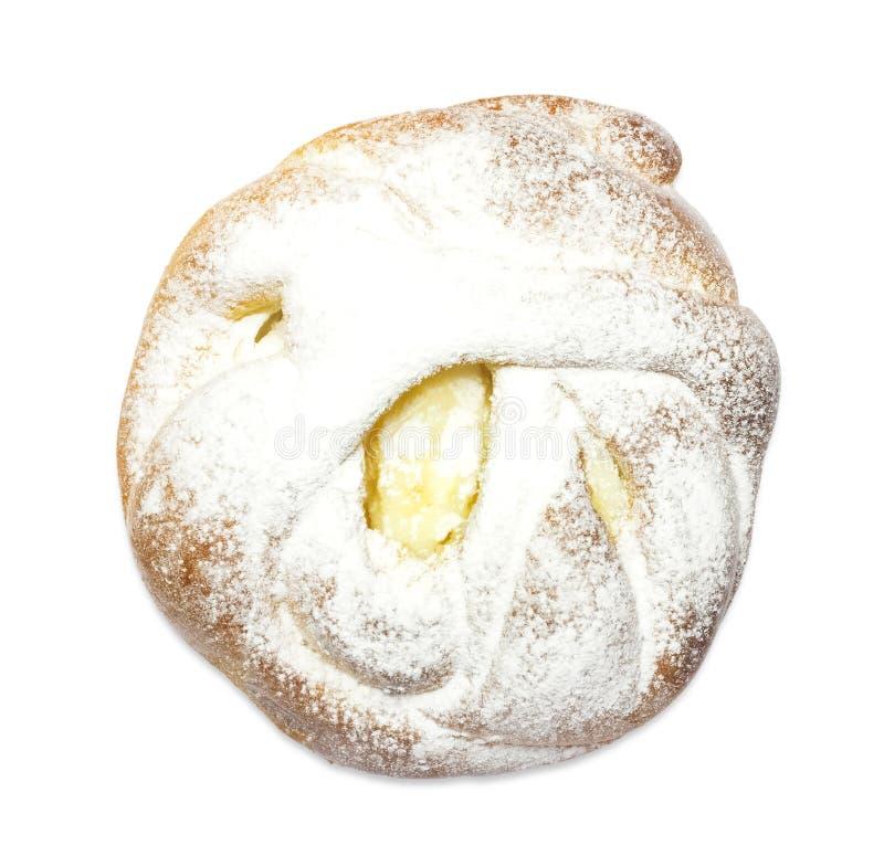 Foto från ovannämnt av ny bakelse för sött socker med keso och pulver Handgjort syrligt för ostmassa som isoleras på vit Mat med  arkivfoto
