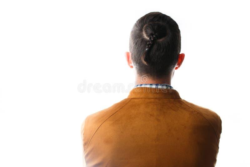 Foto från t-baksida av mannen med råttsvansen på huvudet arkivfoto
