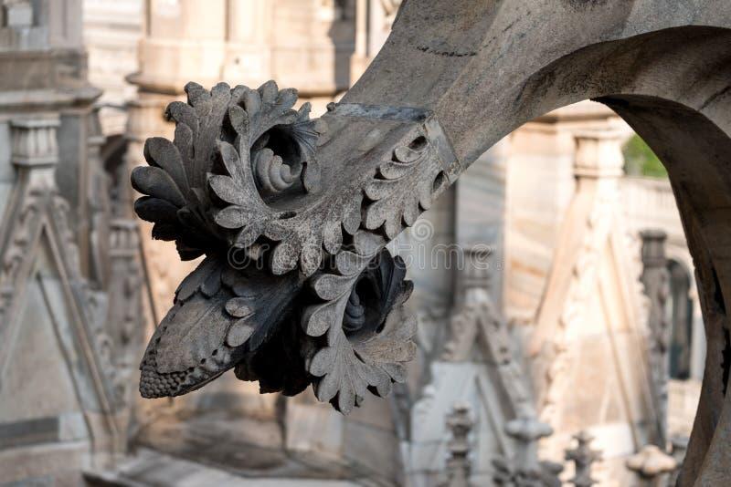 Foto genomen hoogte omhoog in de terrassen die van Di Milaan van Milan Cathedral/Duomo-, de gotische architectuur in detail tonen royalty-vrije stock foto's