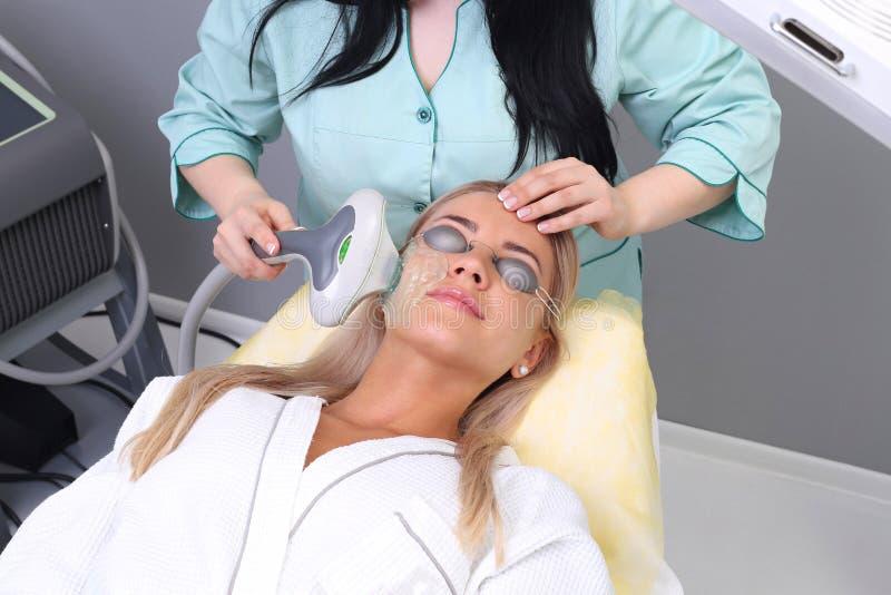 Foto-Gesichtsbehandlungs-Therapie Antialternverfahren lizenzfreies stockfoto