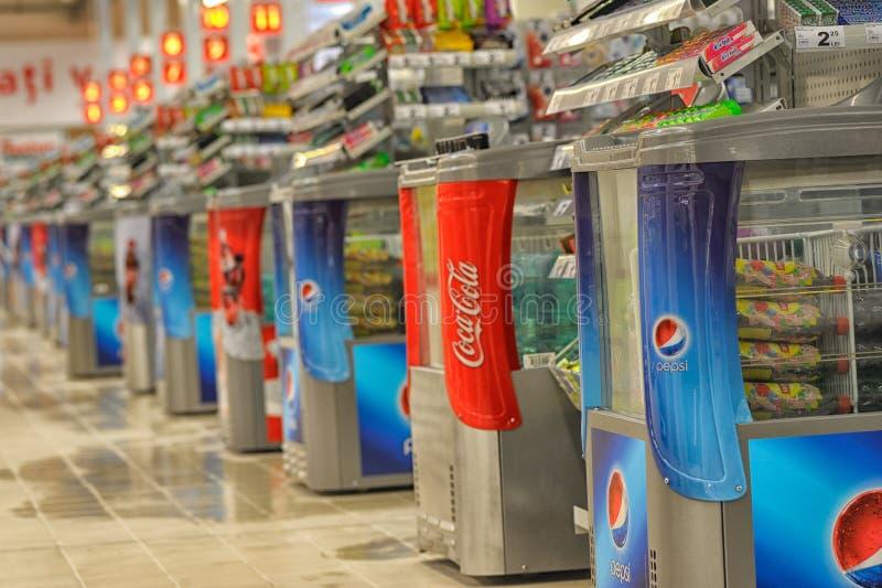 Foto a grande apertura di Auchan di ipermercato in Galati, Romania fotografia stock