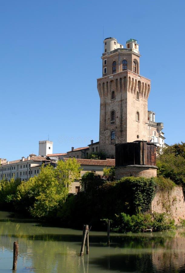 Foto hecha en Padua en Véneto (Italia) a la torre del observatorio o del diablo foto de archivo