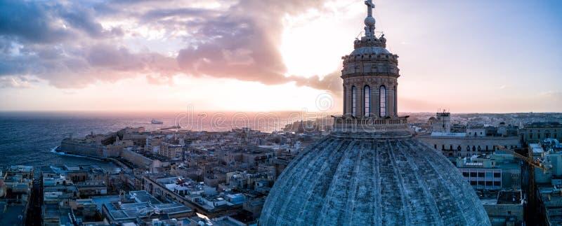 Foto hermosa del abejón de La Valeta Malta en la salida del sol imagen de archivo libre de regalías