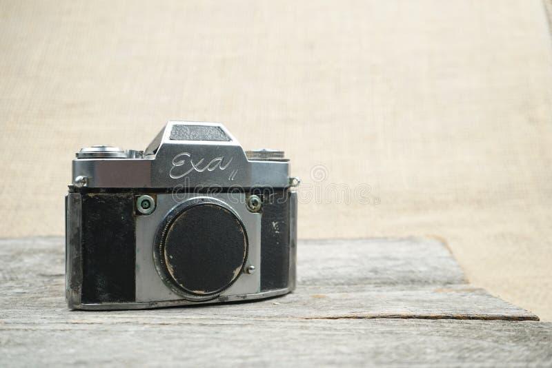 Foto ilustrativa, editorial de câmeras velhas e lentes fotos de stock