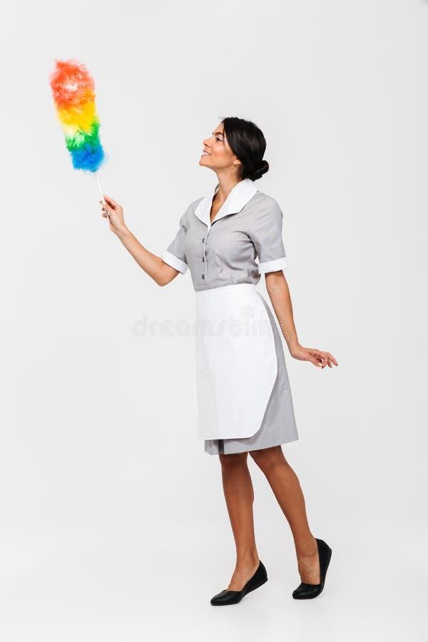 Foto integrale della governante femminile ordinata nei colpi uniformi w fotografie stock