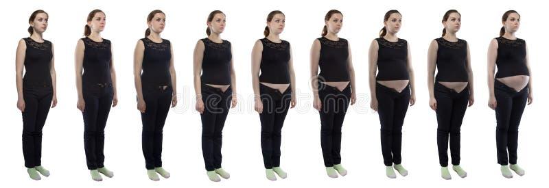 Foto jonge vrouw tijdens zwangerschap in jeans stock foto's