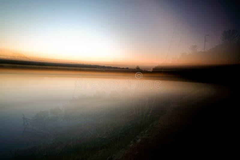 Foto larga de la exposición del río de Kowie en la puesta del sol fotografía de archivo