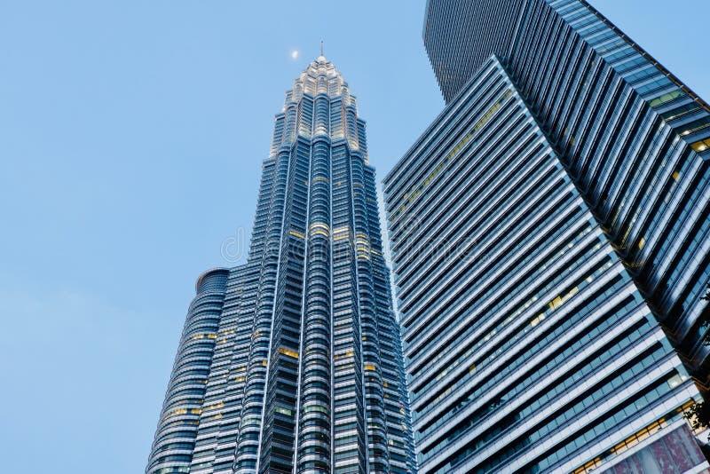Foto lateral das torres gêmeas de Petronas fotos de stock royalty free