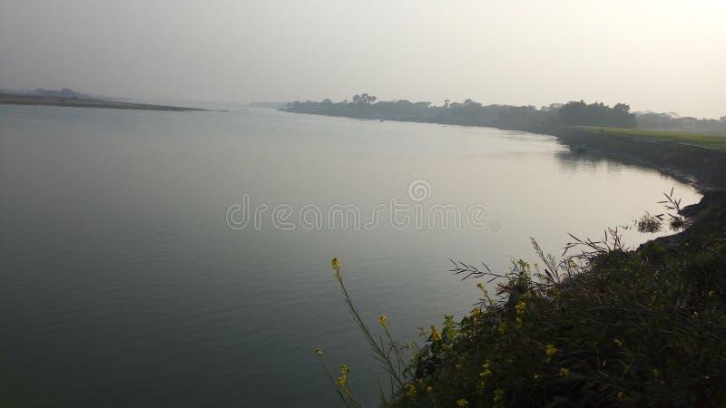 Foto lateral del río foto de archivo