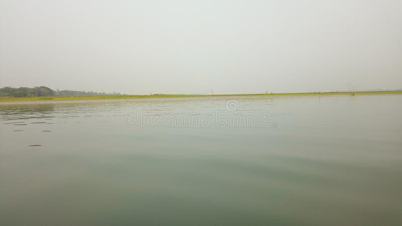 Foto lateral del río fotografía de archivo libre de regalías
