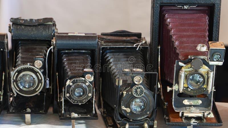 Foto le vecchie macchine fotografiche della foto Fotocamere a cassetta antiche fotografia stock