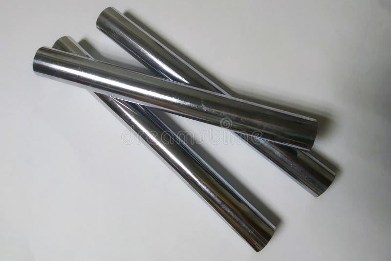 Foto móvil de tres tubos del cromo del metal imágenes de archivo libres de regalías