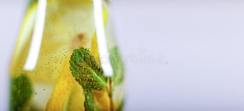 Foto macro água, citrino, cocktail, frio, bebida, fruto, hortelã, verão, desintoxicação imagem de stock