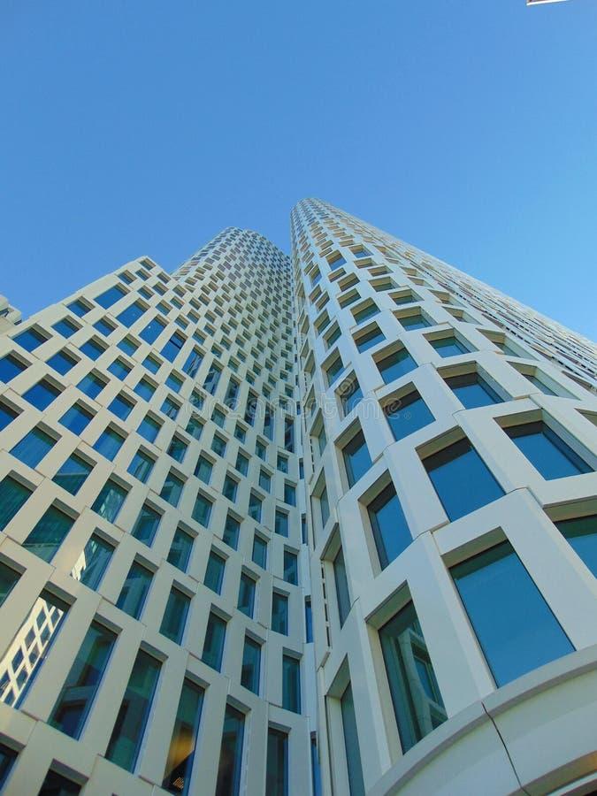 Foto macro com fundo decorativo da geometria arquitetónica da estrutura original da construção moderna do arranha-céus imagem de stock