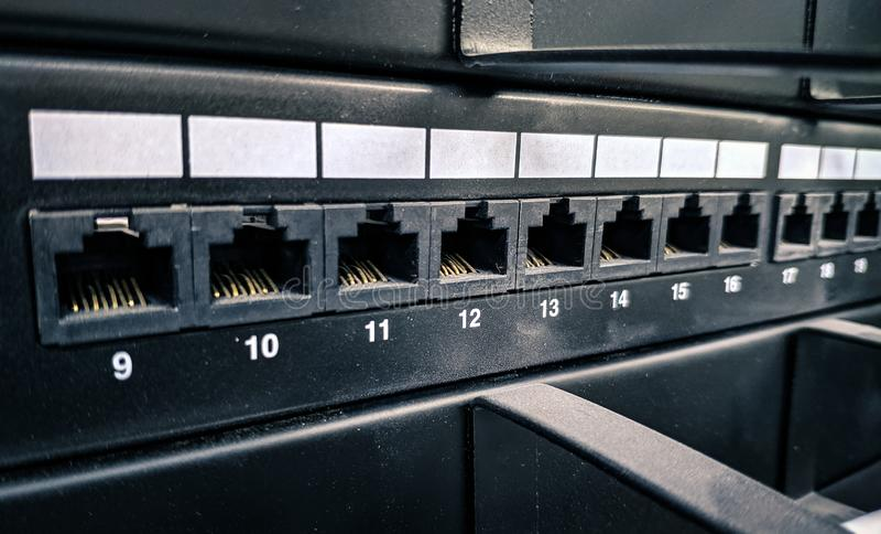 Foto macro da cremalheira de uma comunicação, dados que prendem jaques fotos de stock