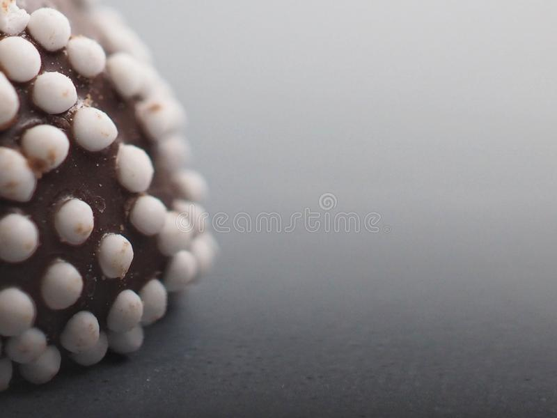Foto macro de confeitos do chocolate imagens de stock royalty free