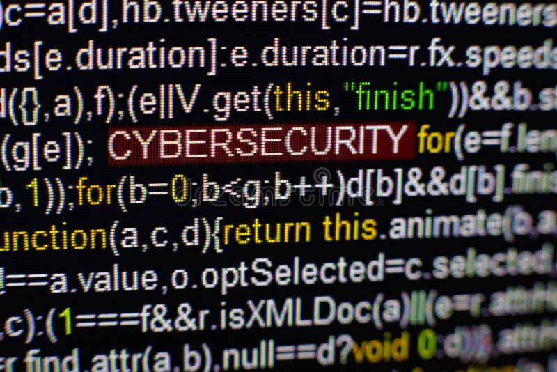 Foto macro do tela de computador com código fonte do programa e da inscrição destacada de CYBERSECURITY no meio certificado imagens de stock