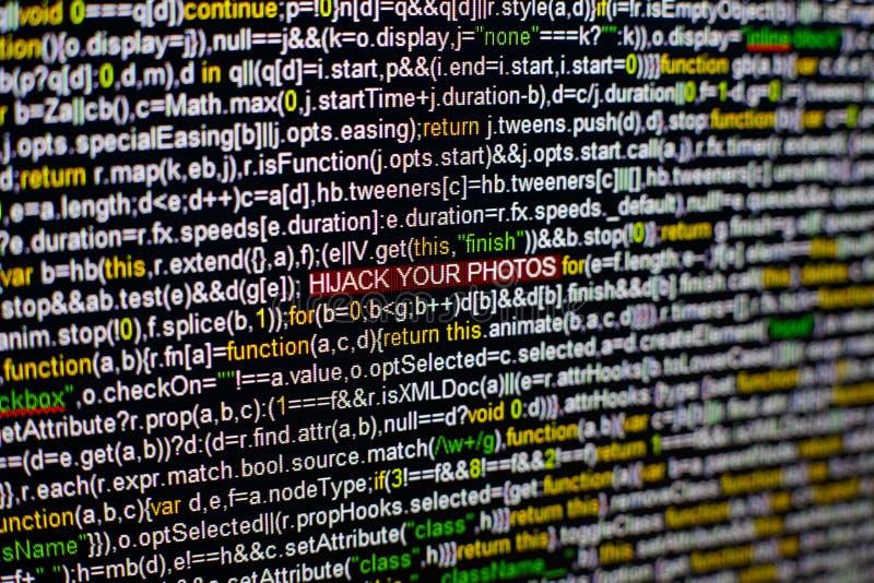 Foto macro do tela de computador com código fonte do programa e DESVIO DE AVIÃO destacado SUA inscrição das FOTOS no meio imagem de stock royalty free