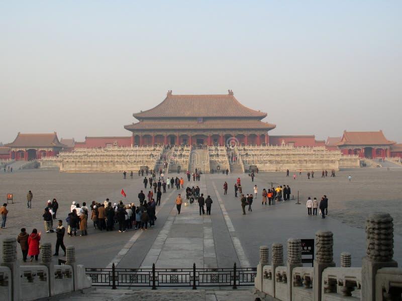 Foto med landskapbakgrundsarkitektur av forntida byggnader av Forbiddenet City, huvudstaden av den Kina Peking arkivbild