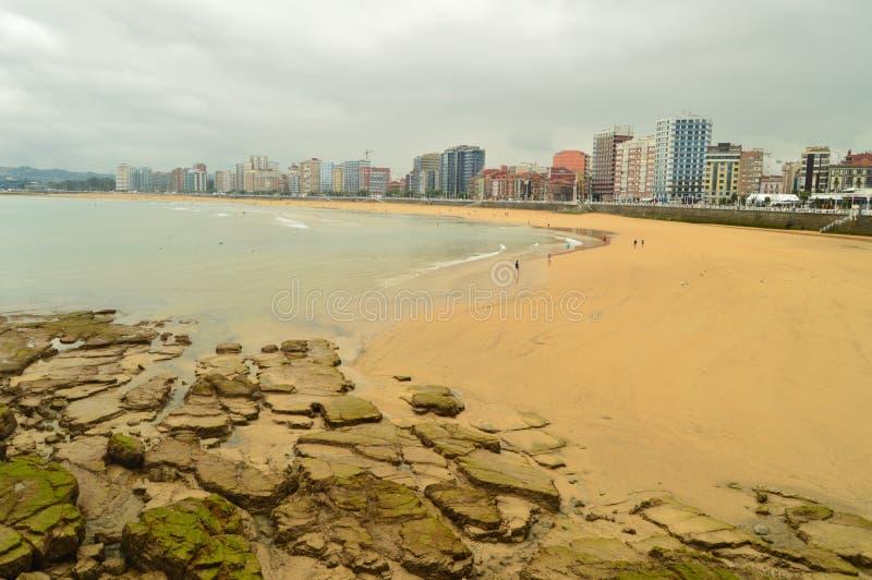 Foto meravigliosa della spiaggia di San Lorenzo In Gijon Natura, viaggio, feste, città immagini stock