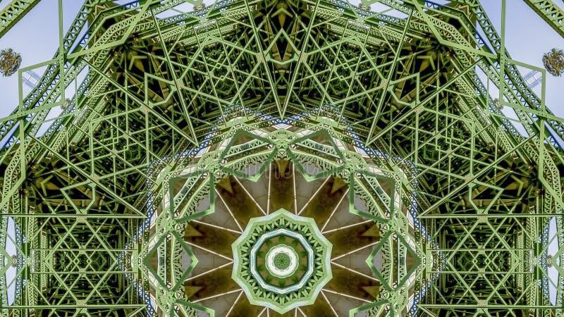 Foto modellata molto occupata di panorama creata dalle forme di un ponte verde in California royalty illustrazione gratis