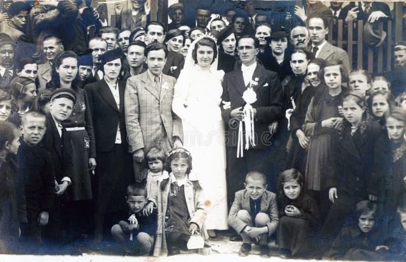 Foto muy vieja de la boda apenas pareja casada de Macedonia fotos de archivo