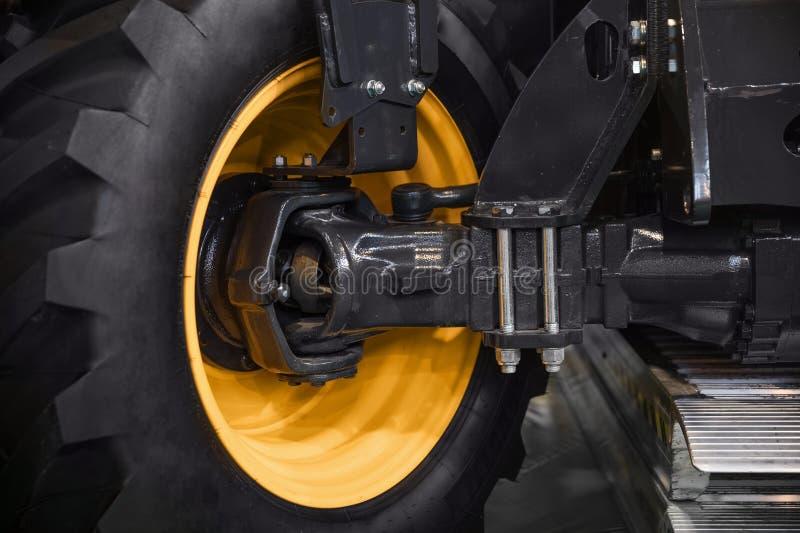Foto nova do close up do pneumático do carro foto de stock royalty free