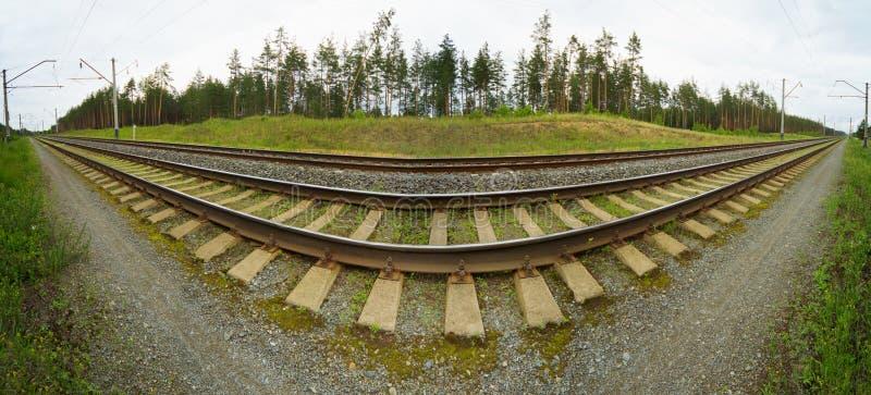 Foto panorámica granangular de las pistas de ferrocarril fotos de archivo libres de regalías