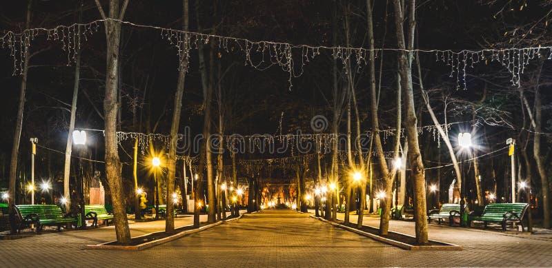 Foto panorámica hermosa del callejón de obras clásicas en Chisinau, el Moldavia imagenes de archivo