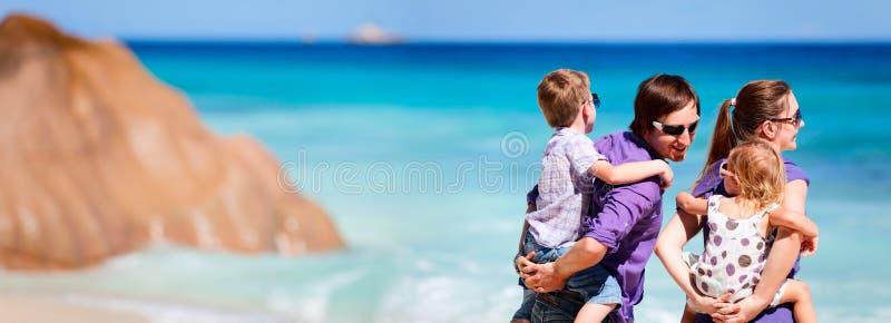 Foto panorâmico da família em férias