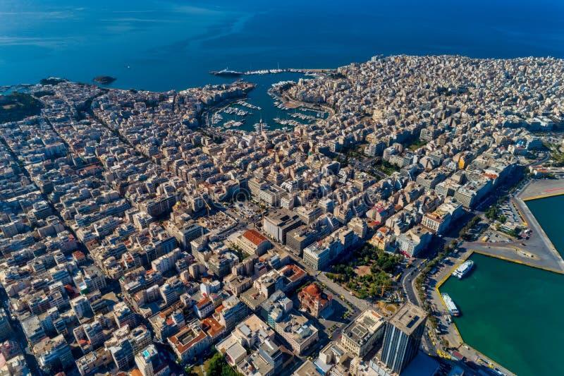 Foto panoramica del fuco aereo di Pireo e del porticciolo del pasalimani dello Zea nella luce del giorno fotografia stock