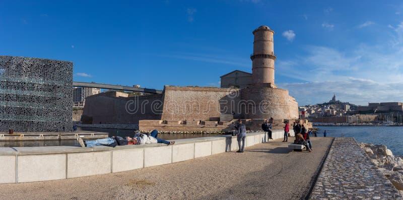 Foto panoramica del giorno soleggiato nel porto di Marsiglia immagine stock libera da diritti