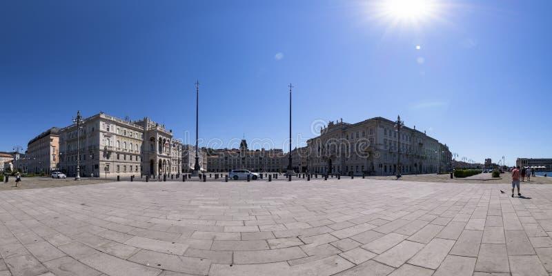Foto panoramica di Piazza Unità d'Italia, Trieste, Italia immagine stock libera da diritti