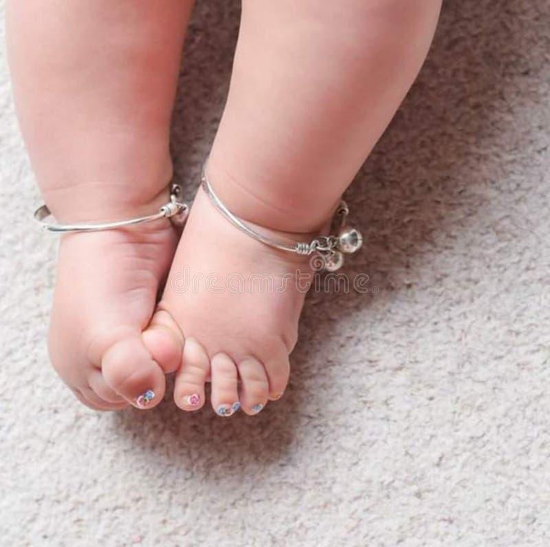 Foto piacevole e bella della neonata fotografie stock libere da diritti