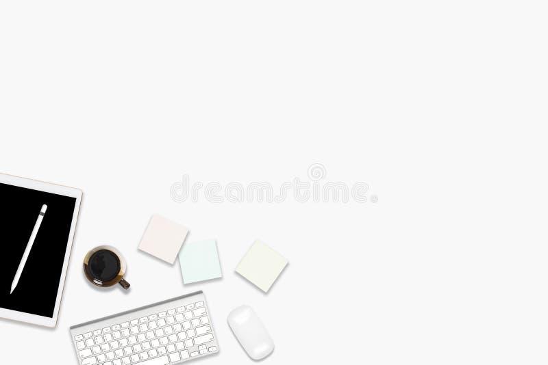 Foto plana de la endecha de la tabla de la oficina con la tableta digital, el teléfono móvil y los accesorios En fondo blanco ais libre illustration