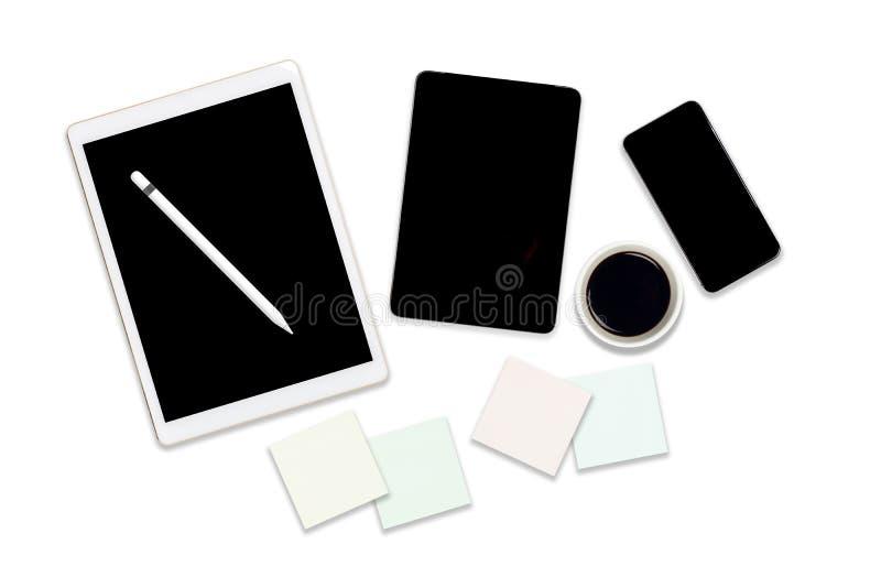 Foto plana de la endecha de la tabla de la oficina con la tableta digital, el teléfono móvil y los accesorios En fondo blanco ais stock de ilustración