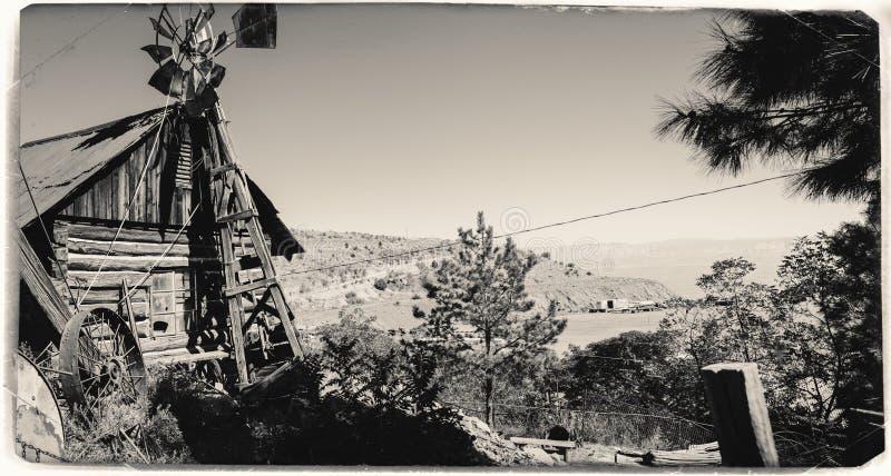 Foto preto e branco do vintage do Sepia de Jerome Gold King Mine & da cidade fantasma fotografia de stock royalty free